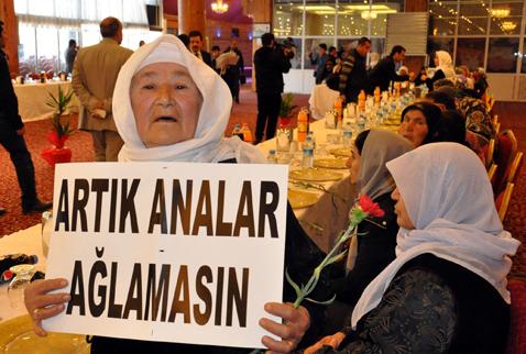 Şehit aileleri ve PKK'lı aileleri birlikte yemek yedi